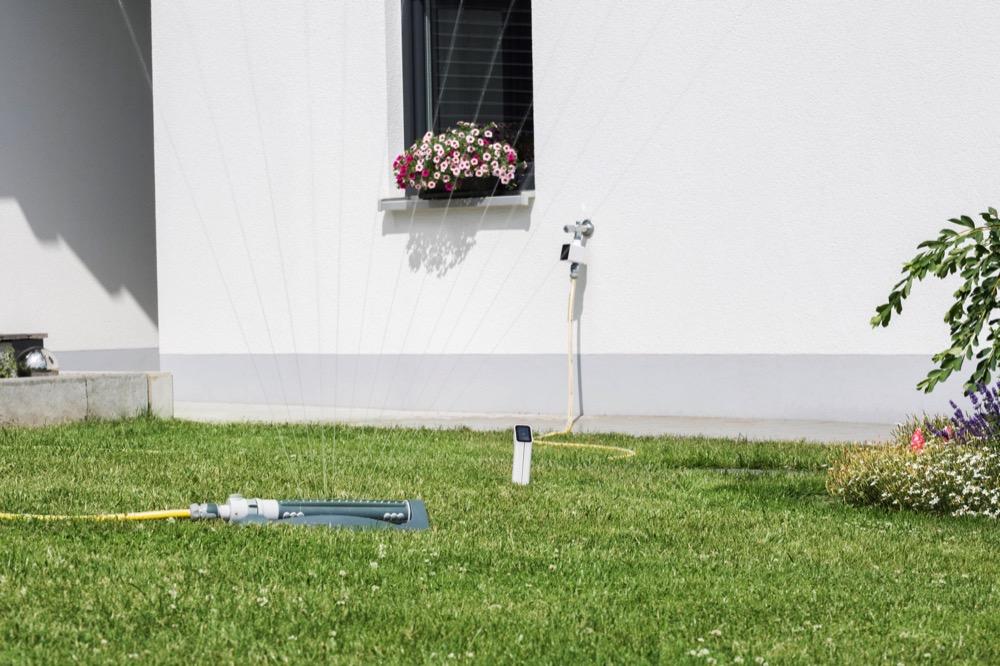 Solarbetrieben: Miyo von viRaTec nutzt Sonnenenergie. Beim Bewässern setzt es auf einen wassersparenden Algorithmus, der auch die aktuellen Wetterdaten berücksichtigt.