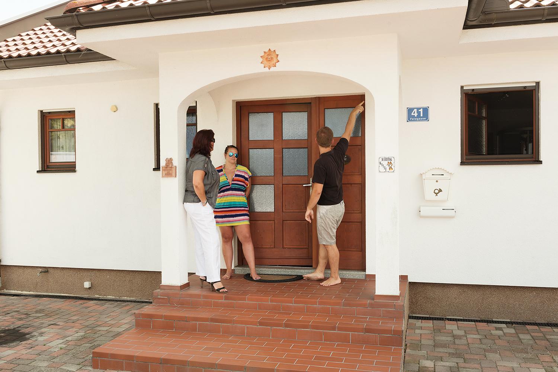 Wer ein Haus vor dem Kauf von einem Experten checken lässt, vermeidet böse Überraschungen.