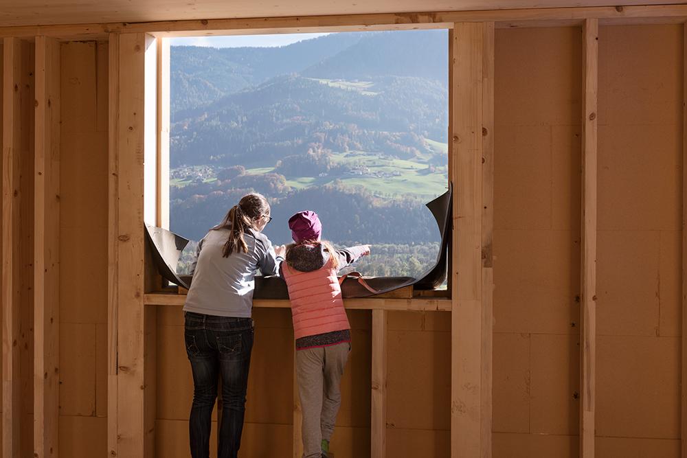 Die Gemeinde Stans hat mit den neu ausgelobten Grundstücken ein Zeichen gesetzt, um jungen Familien in dem Ort im Inntal eine Zukunft zu geben.