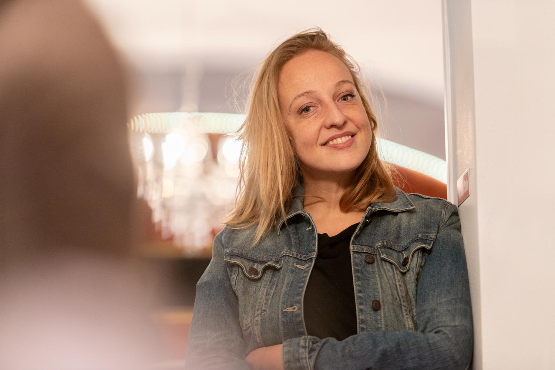 Fröhlich und selbstbestimmt: Nunu Kaller hat durch den Verzicht gelernt, ihre Bedürfnisse wieder stärker wahrzunehmen.