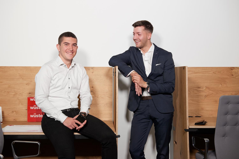 Selbstbestimmt zum Erfolg: Danilo Knezevic (links) und Mario Prinz haben bei Wüstenrot ihren Traumjob gefunden.