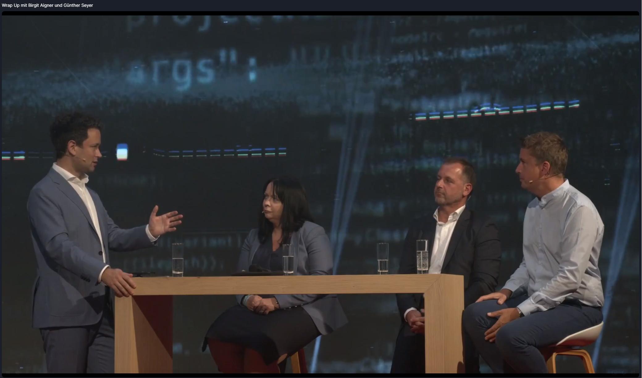 Die Hauptprotagonisten des Abends (v. l. n. r.): Dejan Jovicevic (Moderation, Der Brutkasten), Birgit Aigner (Chief Information Officer Wüstenrot), Günther Seyer (IT-Experte Eurogroup Consulting), Marcel Halwa (Wüstenrot IT-Recruiting)