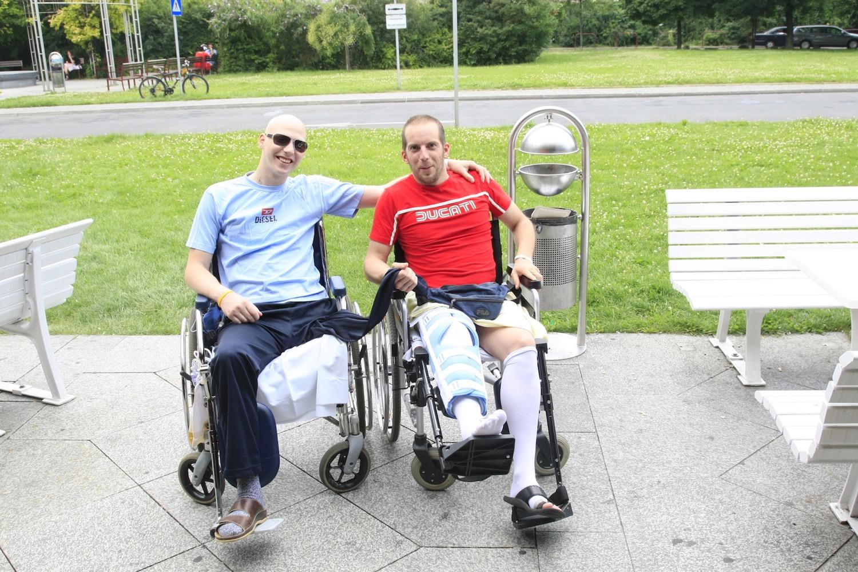 Weggefährten: Michael Feilmayr und Florian Pehböck (links) 2010 im Allgemeinen Krankenhaus der Stadt Wien. Auch Florian Pehböck hat Knochenkrebs, er wird nur 25 Jahre alt.