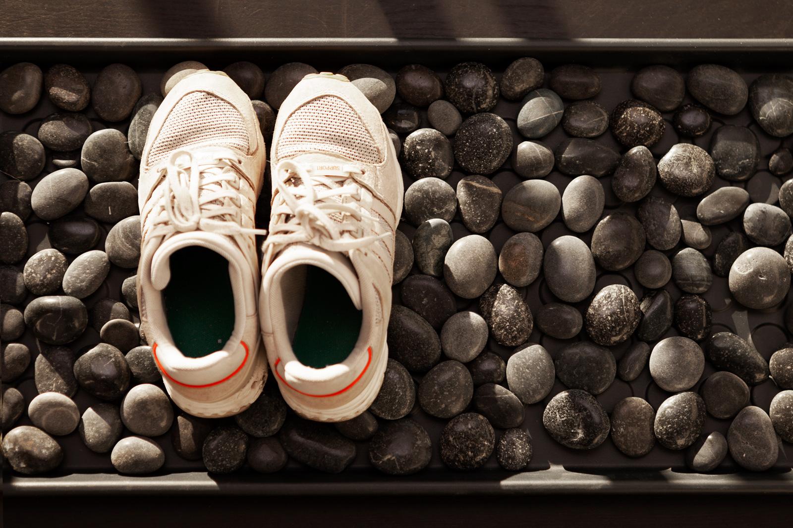 Praktisch und dekorativ: Die Fußmatte kann auch als Schuhablage verwendet werden.