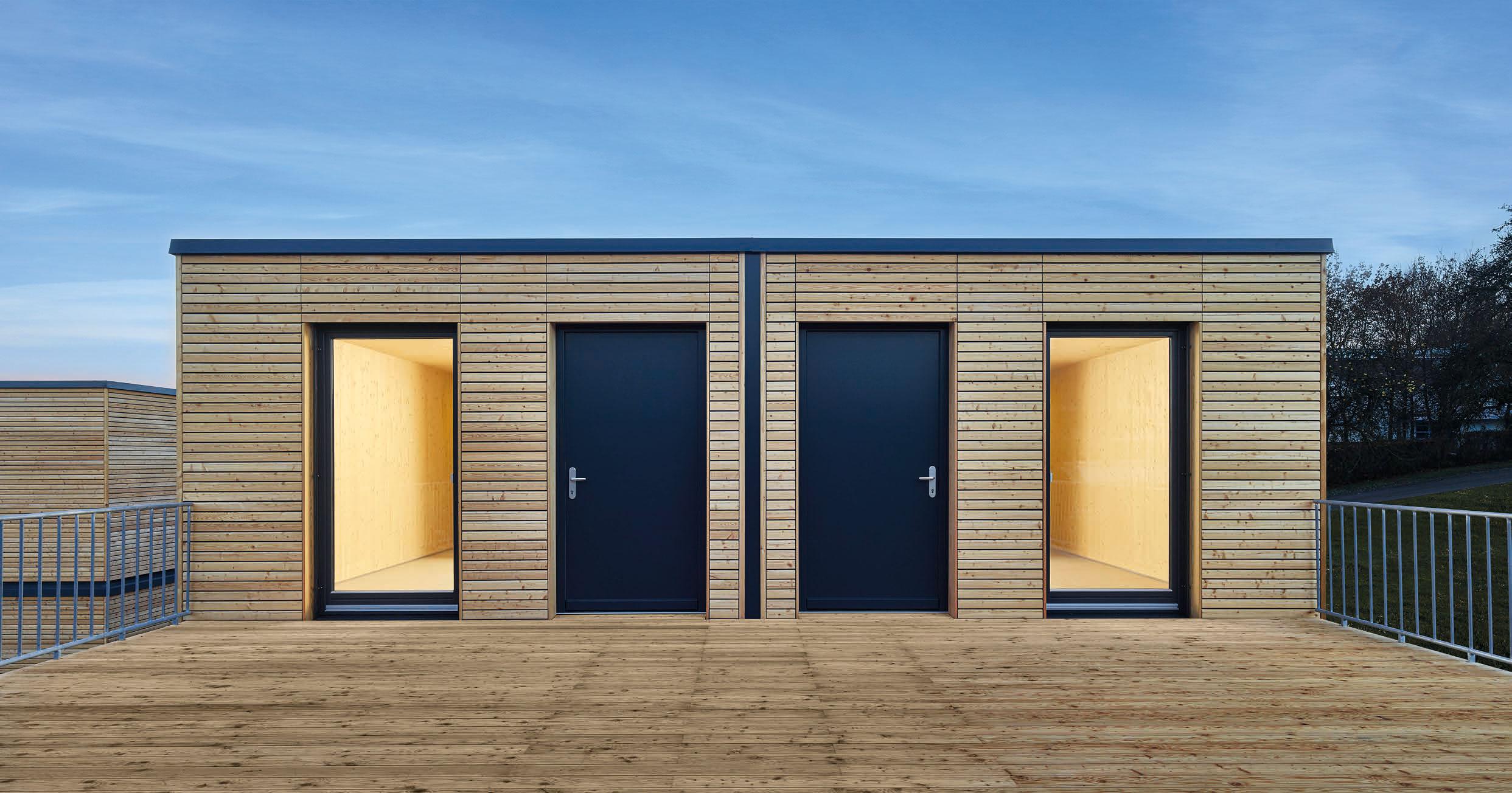 Modular wohnen: Die Holzhäuser von AH Aktiv-Haus lassen sich zu Ein- und Mehrfamilienhäusern zusammenstellen.