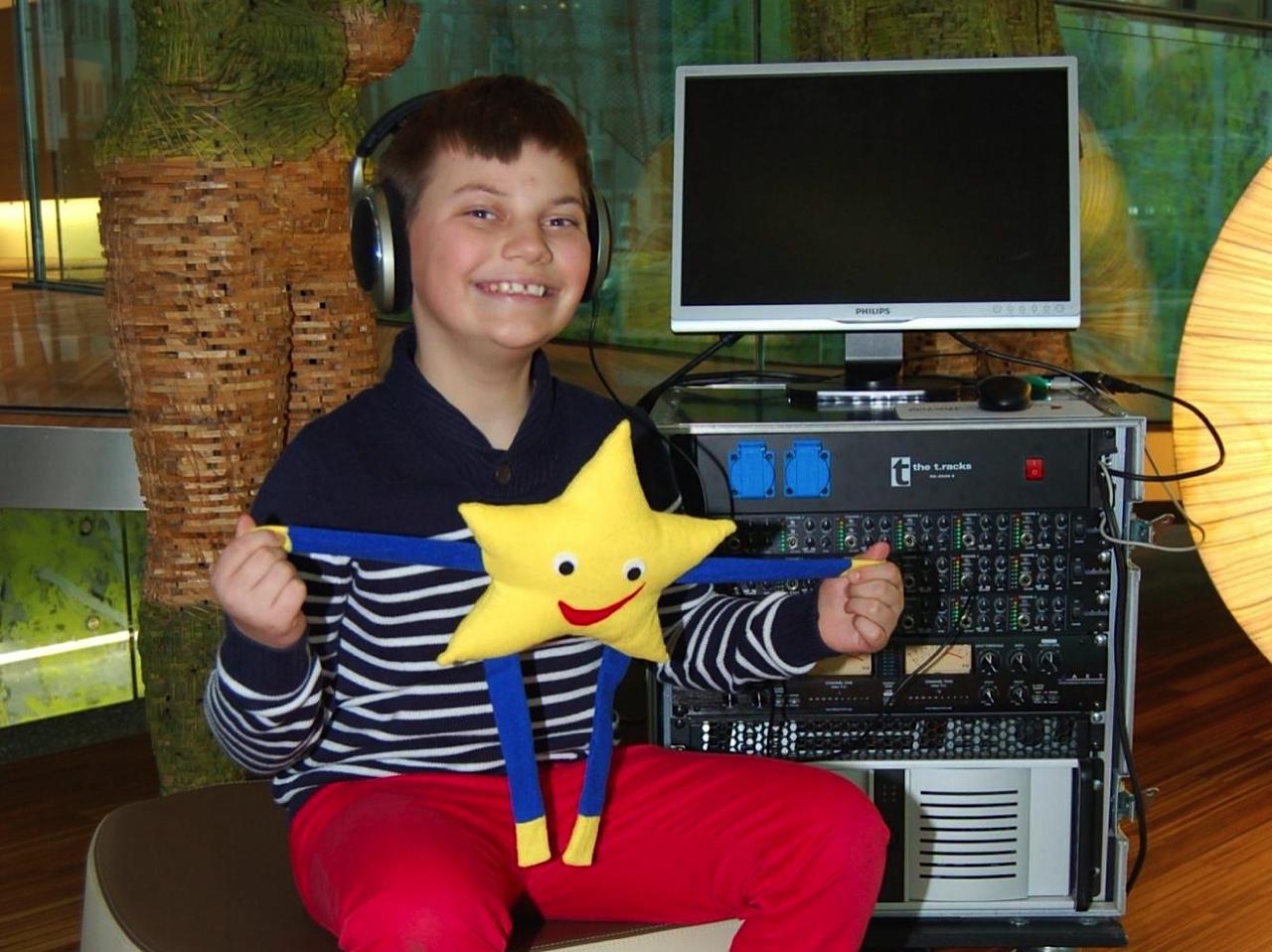 Hörtraining: Mittels audiovisueller Wahrnehmungsförderung werden Sprachentwicklung und Sprachverständnis verbessert.