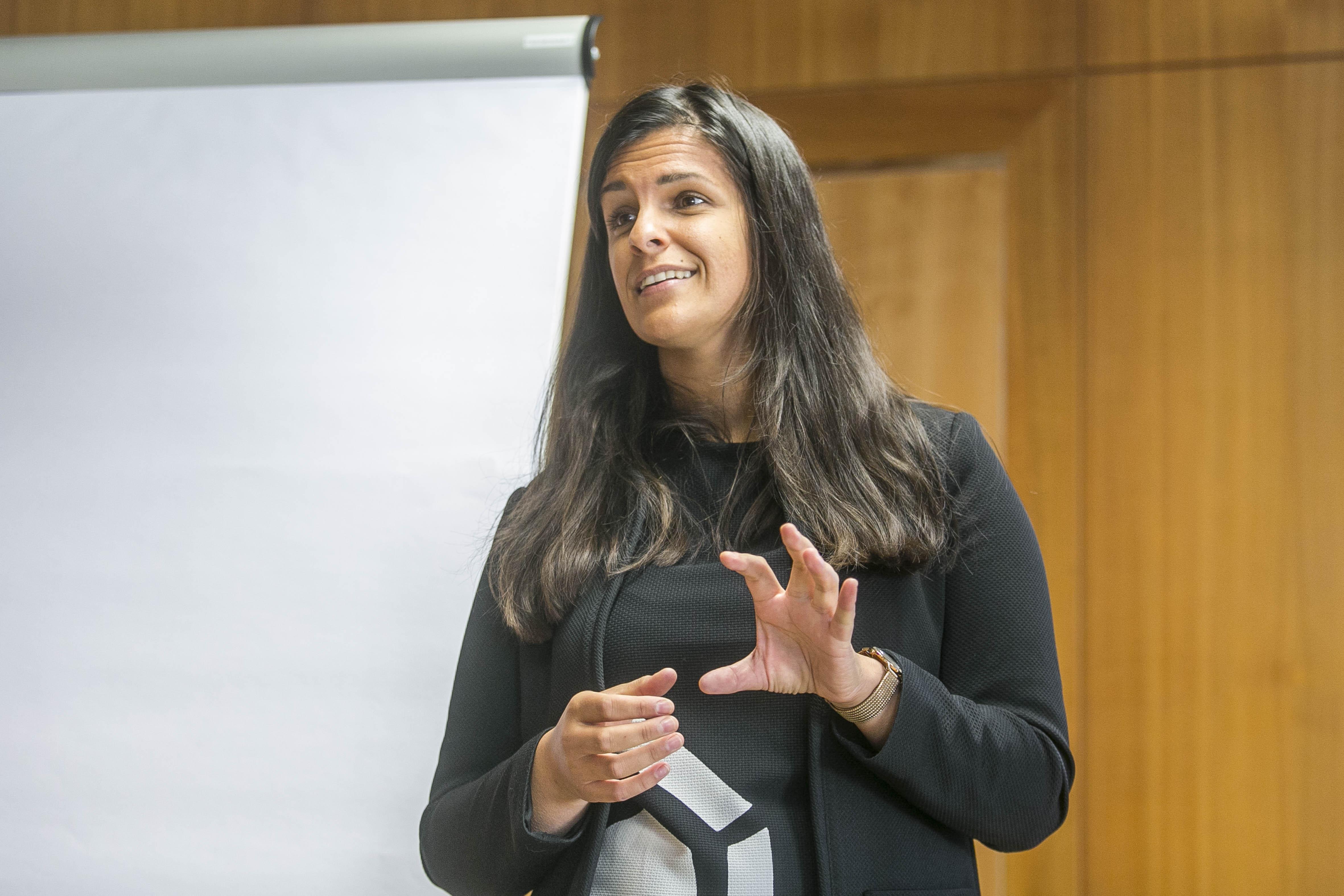 Magdalena Lublasser-Fazal beim Vortrag vor Wüstenrot Mitarbeitern