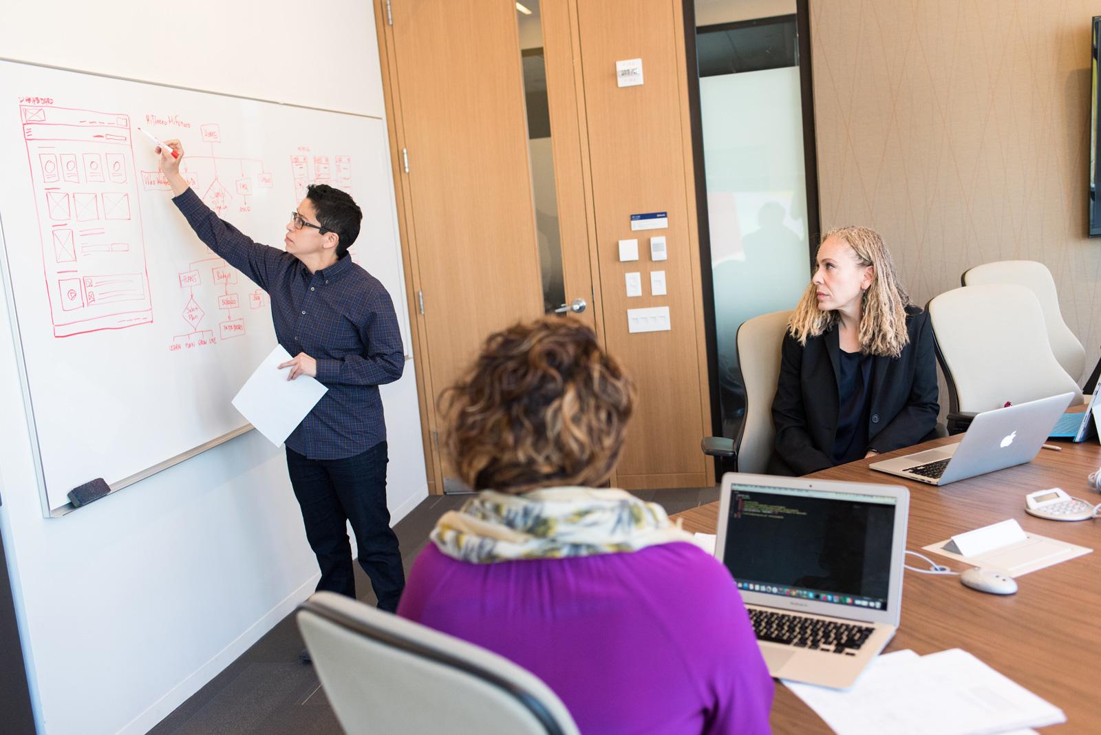 Frauenanteil in IT-Berufen steigt nur langsam