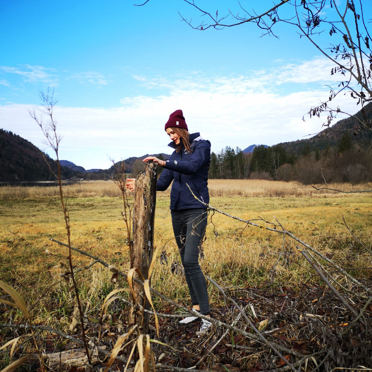 Christina Gierlinger beim Holzsammeln
