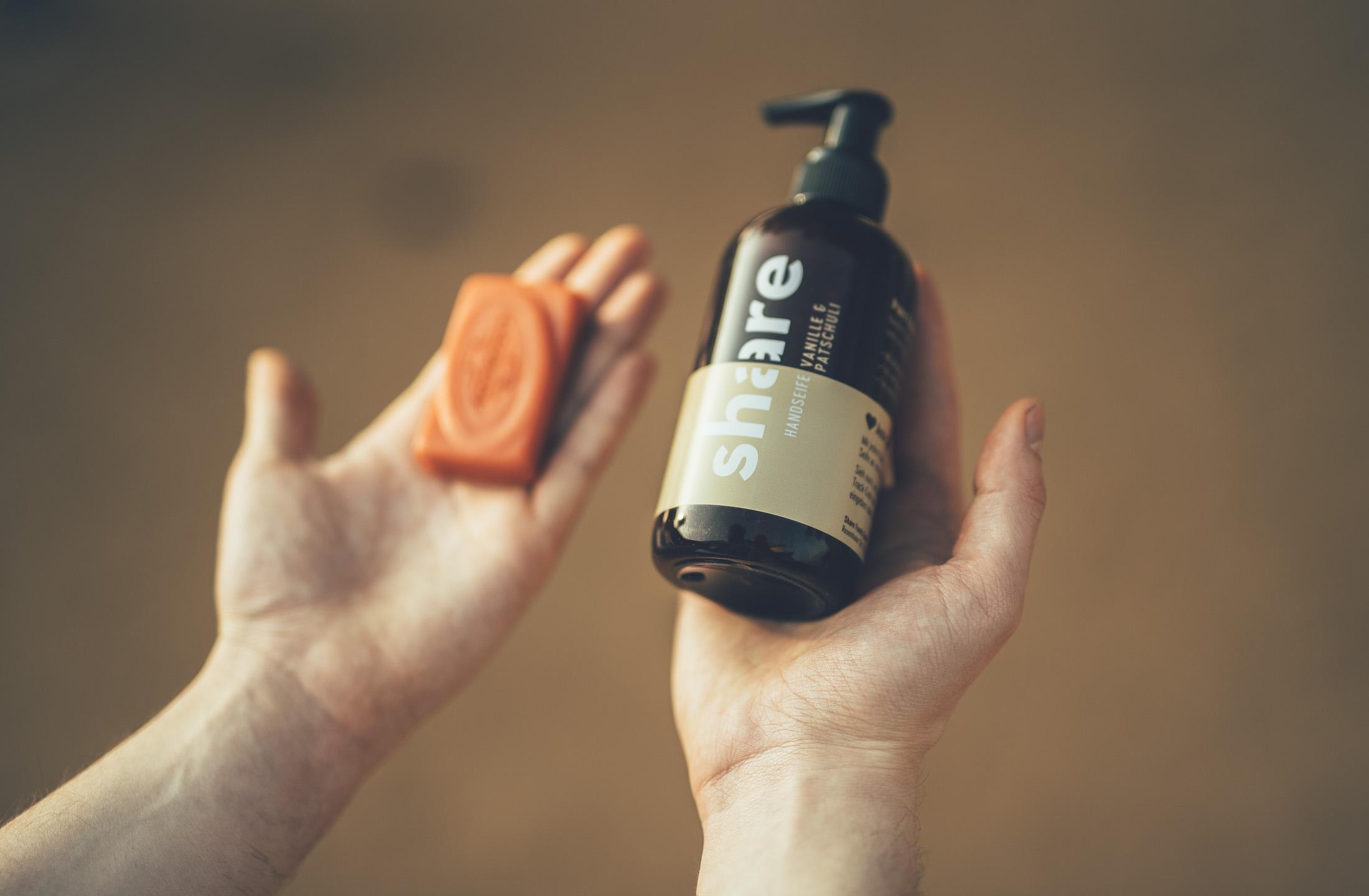 Aug um Aug: Mit jedem Kauf einer share-Seife wird Hilfsbedürftigen ein Stück Seife gespendet.