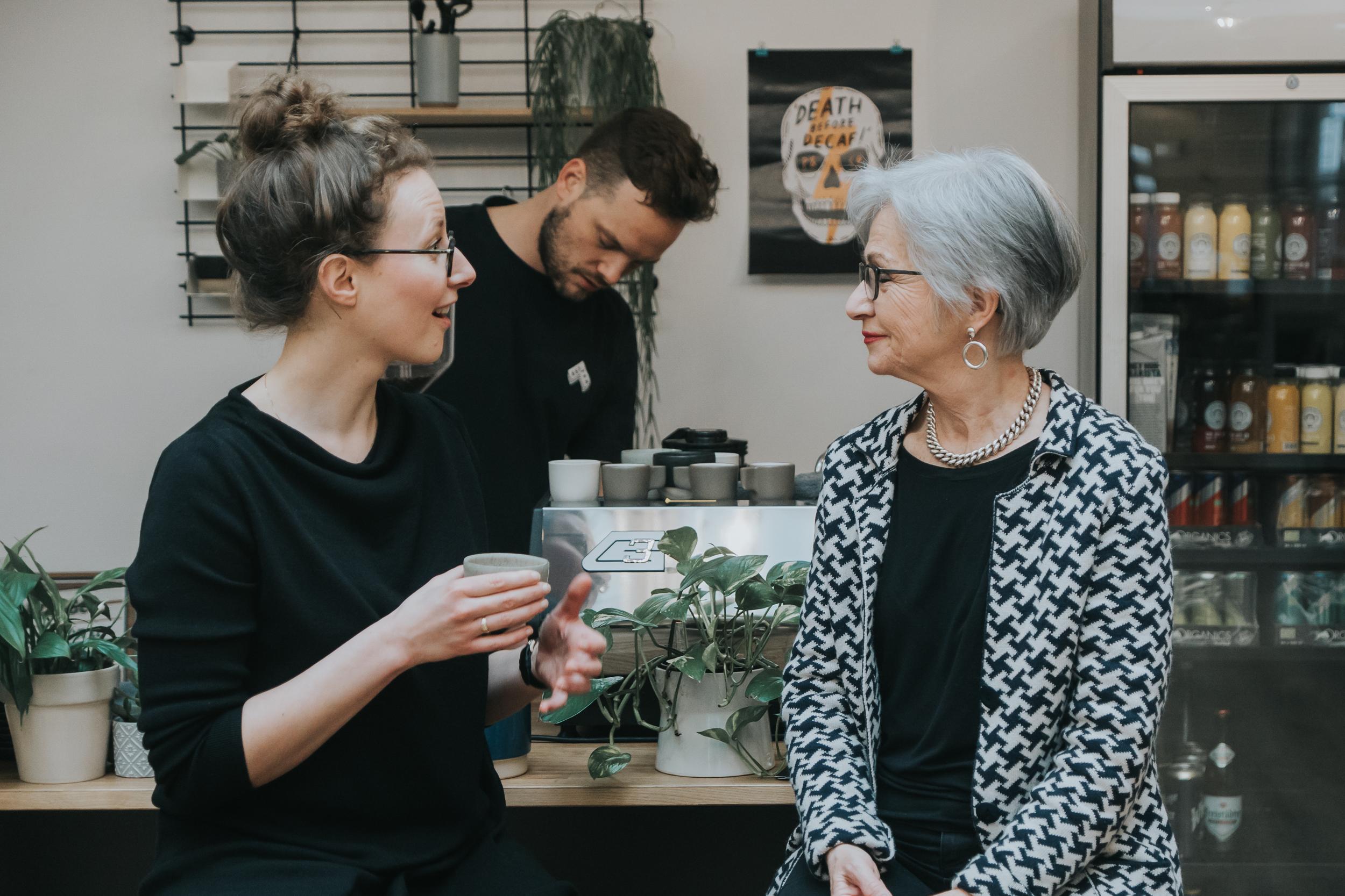 Silver Ager bringen nicht nur Know-how in die Unternehmen, sondern auch die Fähigkeit, mit Veränderungen umzugehen.