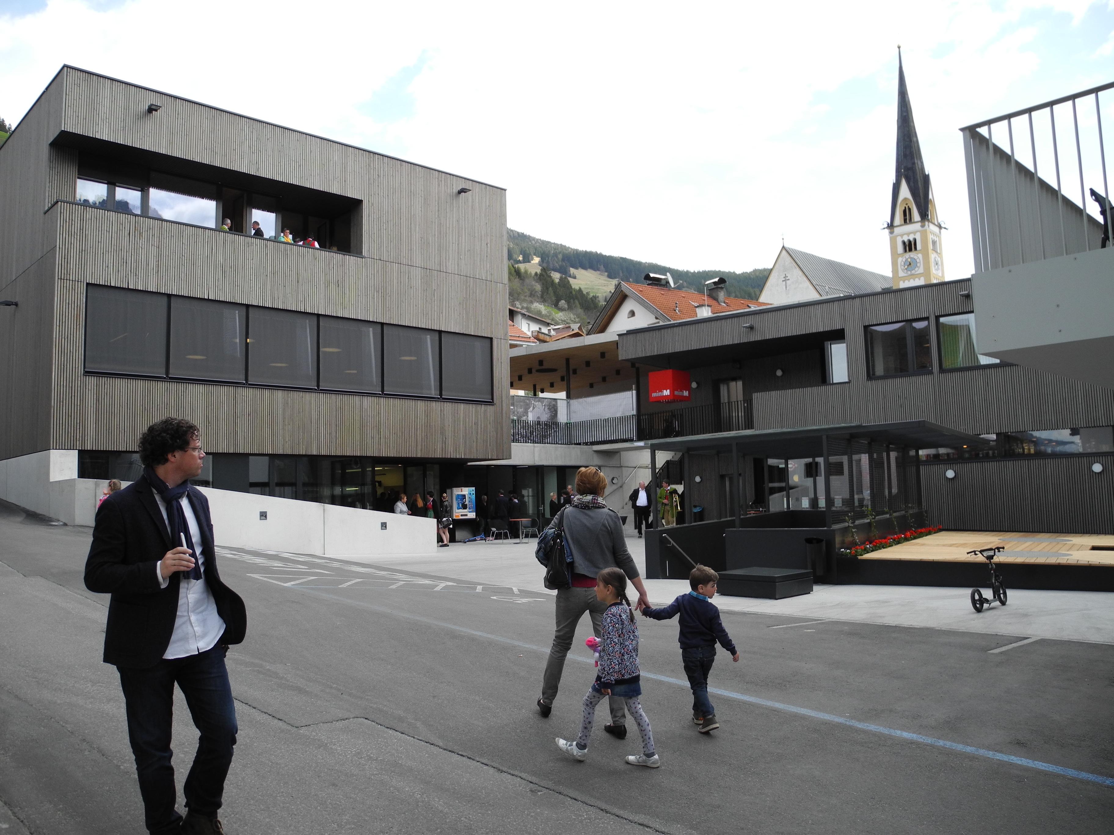 Nutzungsvielfalt, höchste Baukultur und gelebte Partizipation: Die neue Ortsmitte in der Tiroler Gemeinde Fließ wurde mit dem Europäischen Dorferneuerungspreis ausgezeichnet.