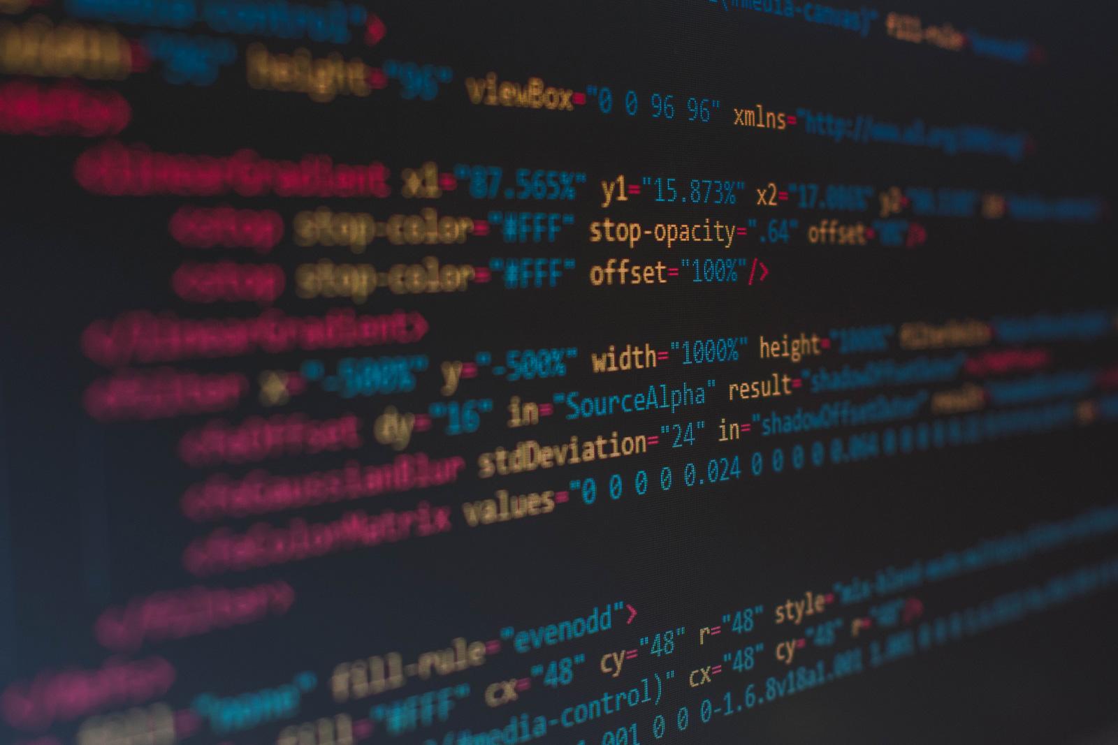 Programmierung ist ein Schwerpunkt.