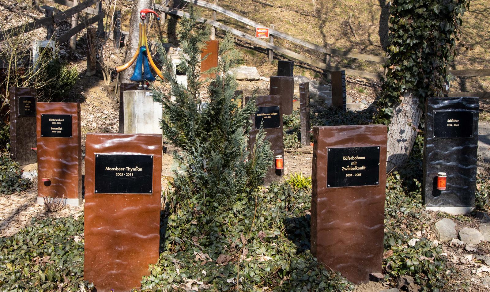 """Auf dem """"Friedhof der Ideen"""" werden Schokoladenprodukte beerdigt."""