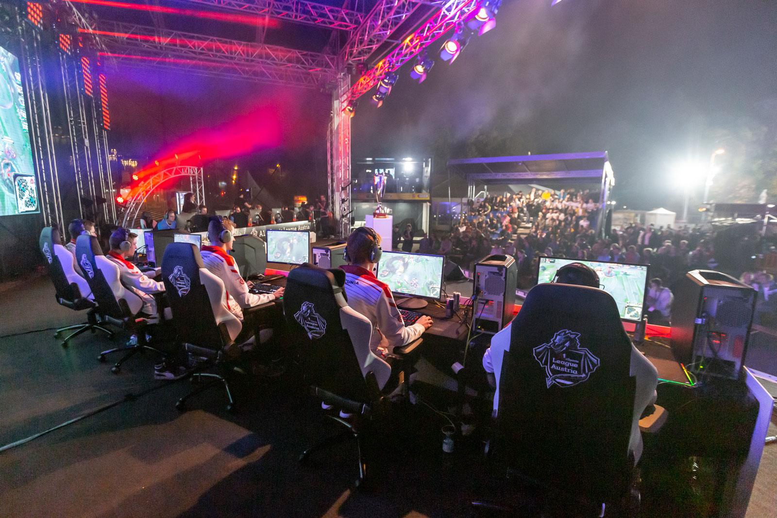 eSport-Turniere werden auch in Sportarenen unter freiem Himmel ausgetragen.