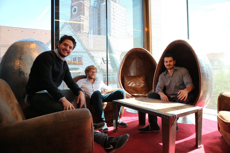 Das Gründer-Team von e-bot7: Fabian Behringer (links), Xaver Lehmann (Mitte) und Maximilian Gerer (rechts).