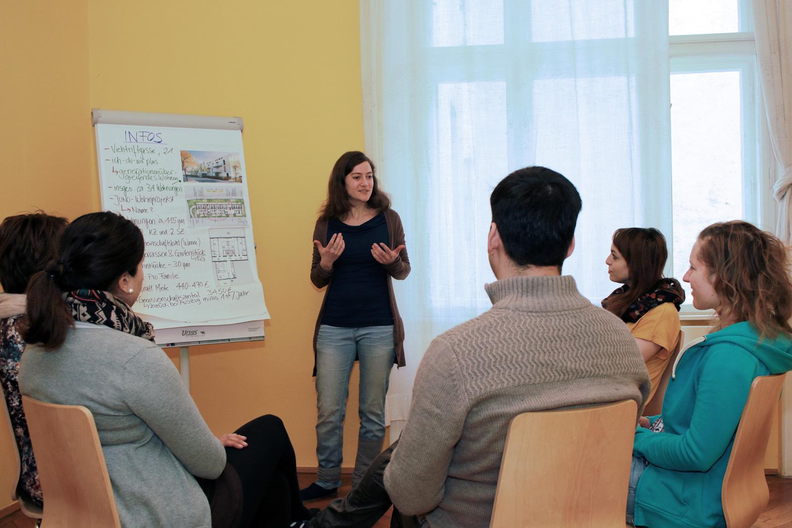 Sarah Zeller bei einer Informationsveranstaltung