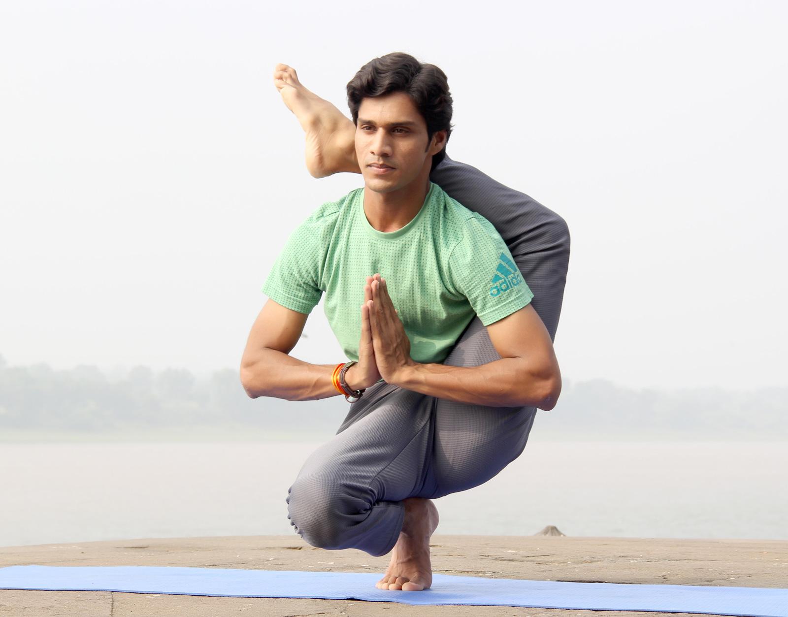 Indischer Yoga-Meister. Zum Glück gibt es auch leichtere Yoga-Übungen.