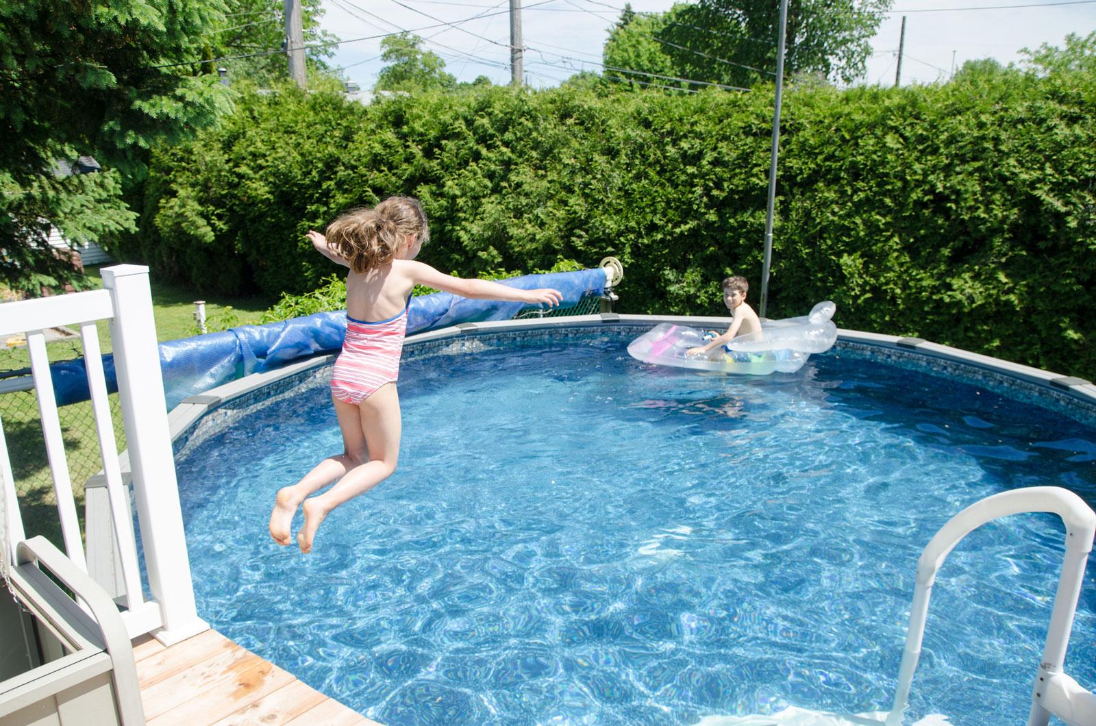 Vergleichsweise günstig in der Anschaffung: temporäre Schwimmbecken.