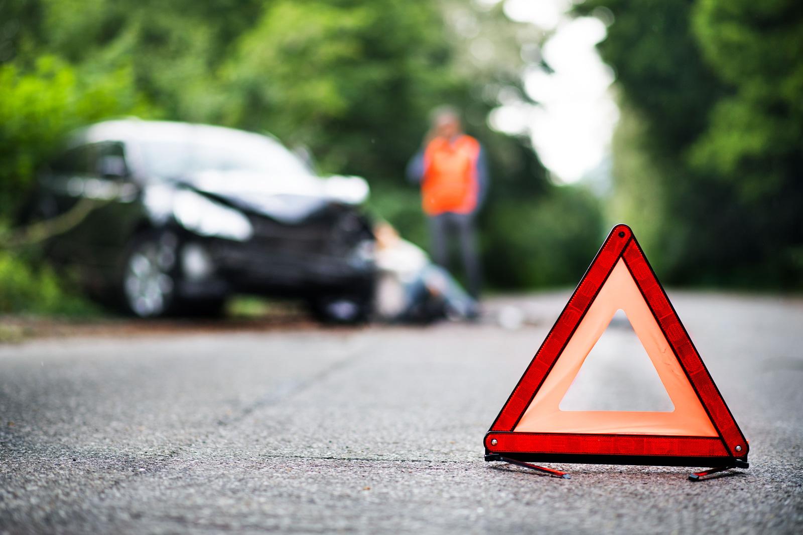 Für den Notfall vorsorgen: Warndreieck, Warnweste, Verbandskasten – und Versicherungsschutz