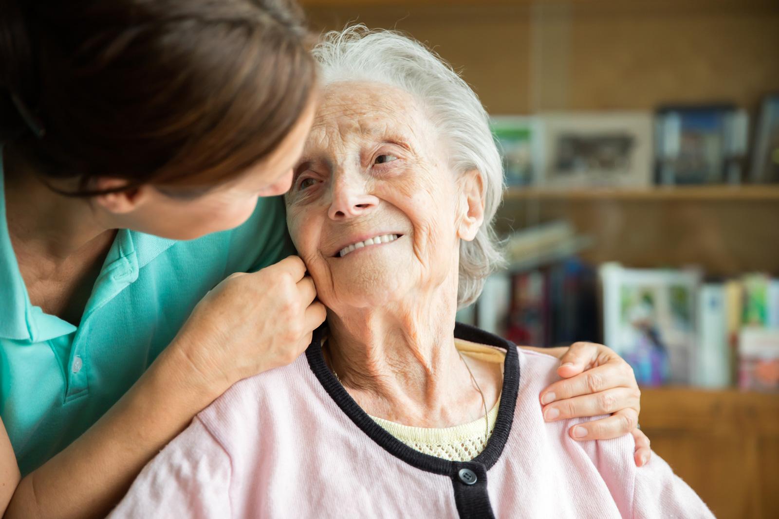 Die verbleibende Zeit genießen: Pflege ist harte Arbeit. Aber sie ermöglicht auch, die Beziehung zu den Angehörigen wieder zu intensivieren.