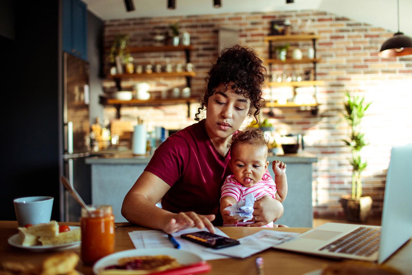Haushaltsbuch: Ein ehrlicher Kassensturz hilft herauszufinden, wieviel Immobilie du dir leisten kannst.