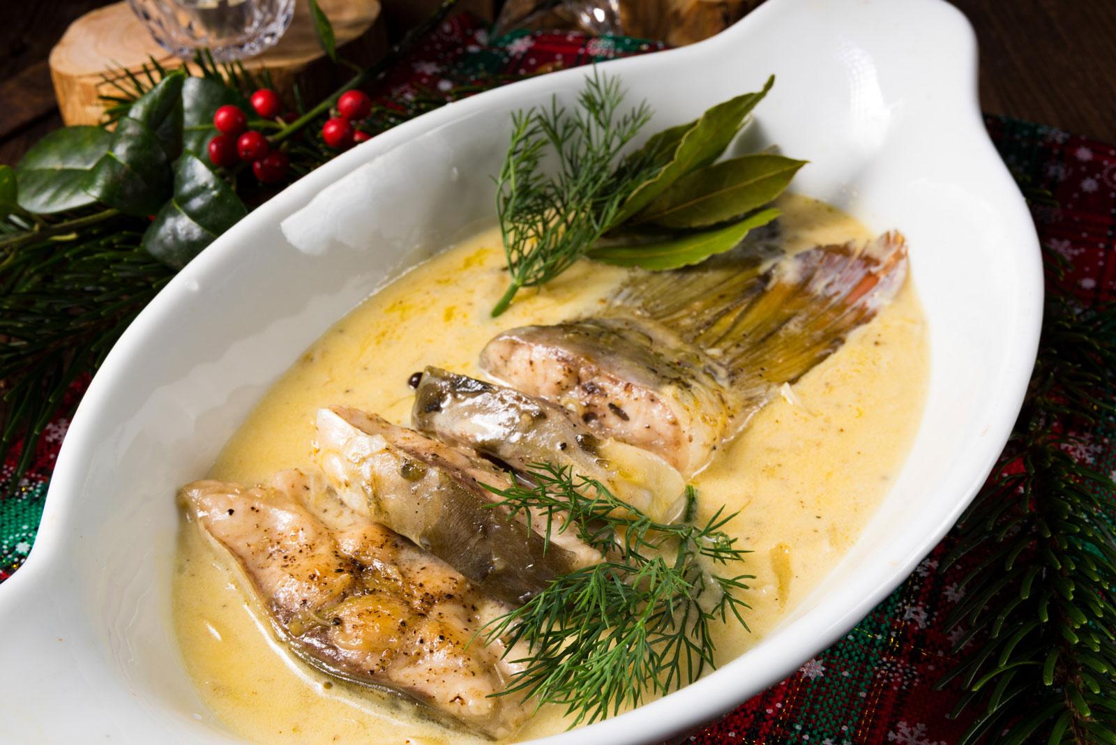 Variantenreich: Fisch gibt es bei dem einen mit Soße, bei dem anderen eingelegt oder geräuchert, im Ganzen oder als Häppchen.