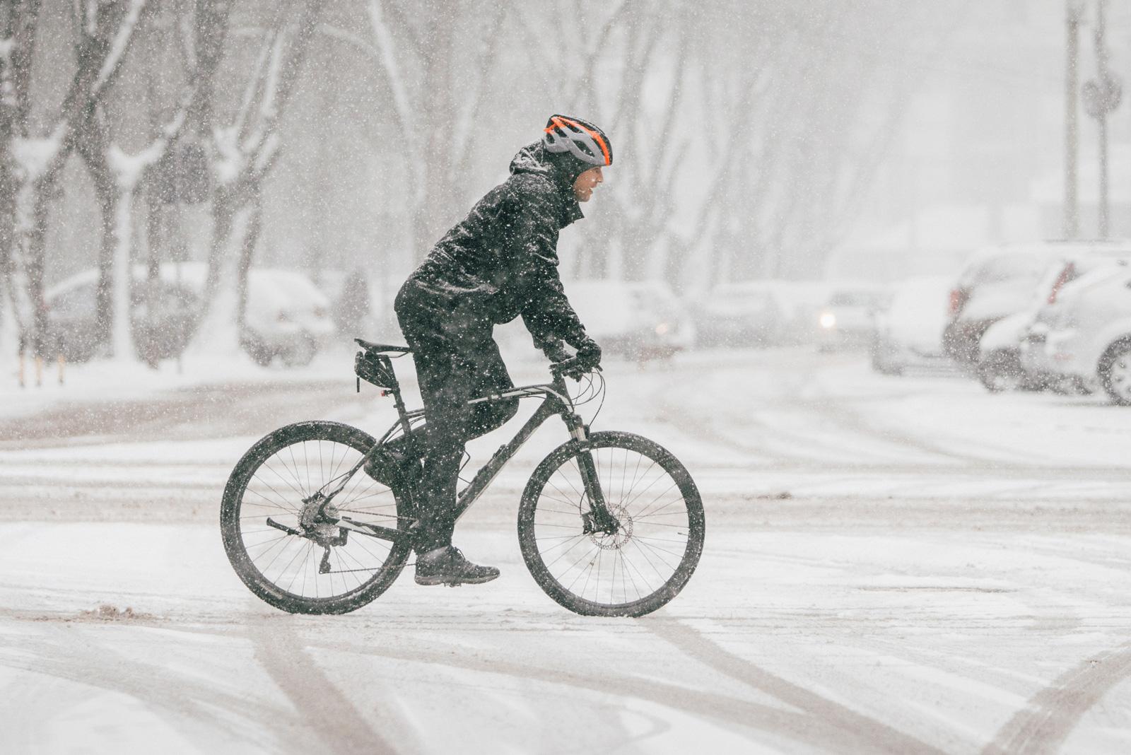 Schlechte Sichtverhältnisse: Im Winter solltest du besonders vorsichtig fahren.