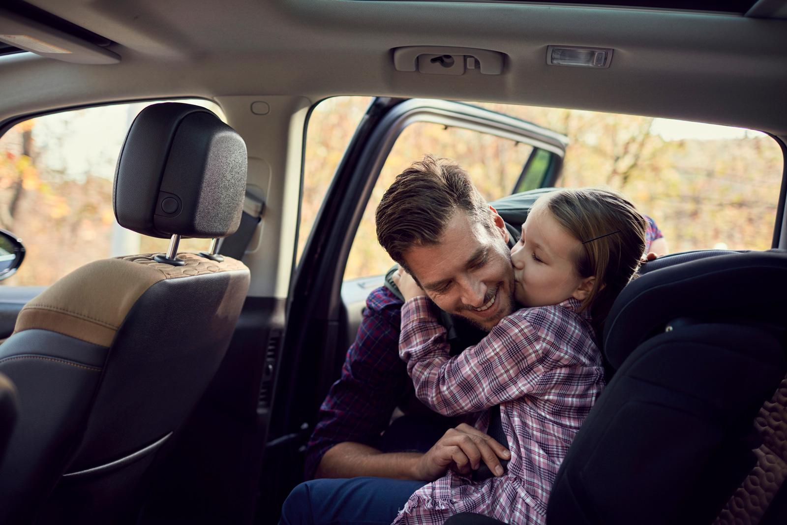 Für die Liebsten: Mit einer Risikolebensversicherung schützt du deine Familie im Ernstfall vor finanziellen Sorgen.