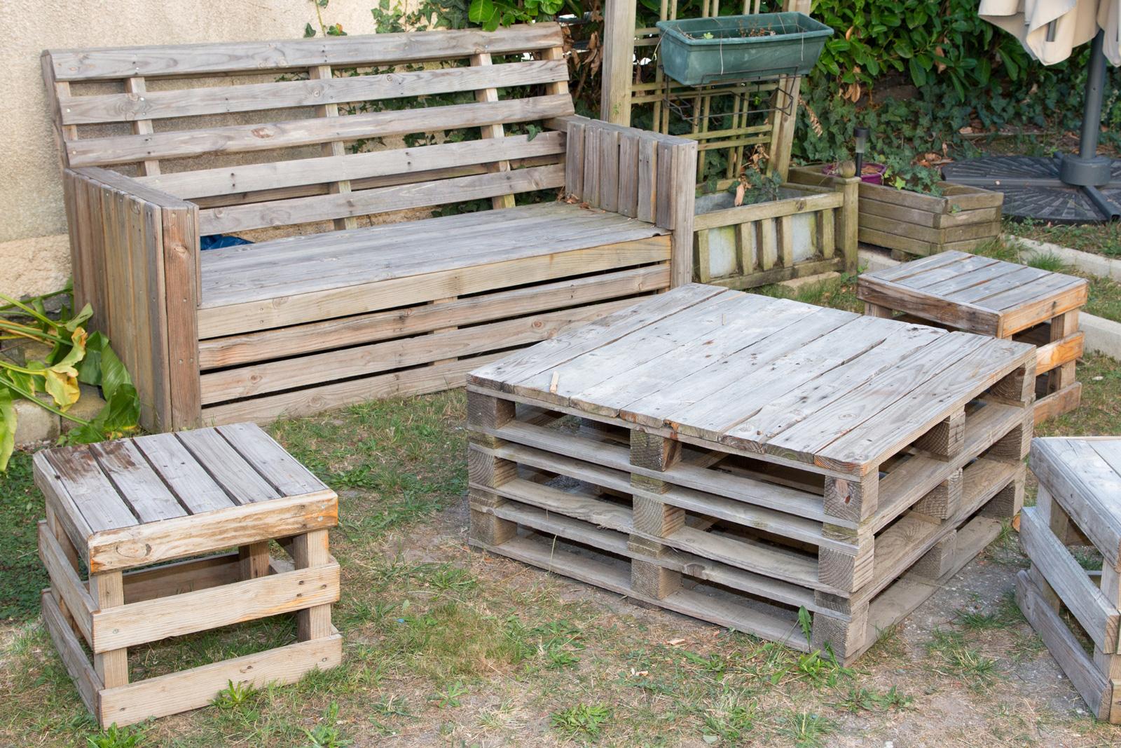 Rustikale Gartenmöblierung mit Paletten