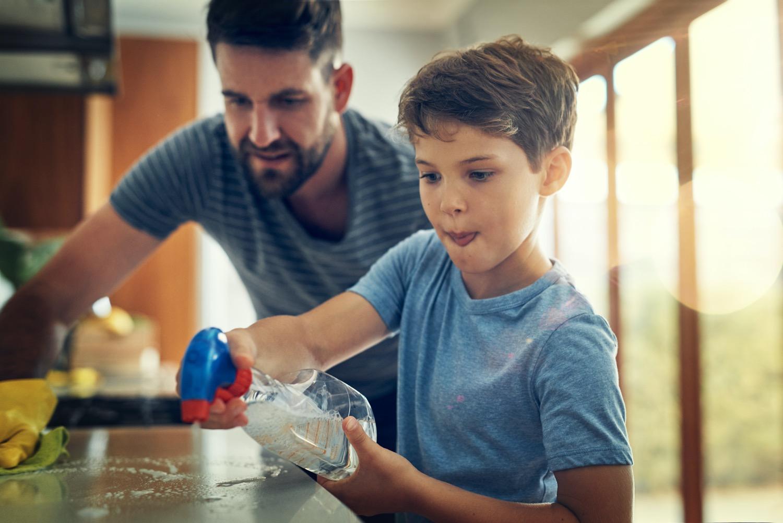 Helfer willkommen: Je mehr mit anpacken, desto schneller ist die Küche nach dem Essen wieder sauber.
