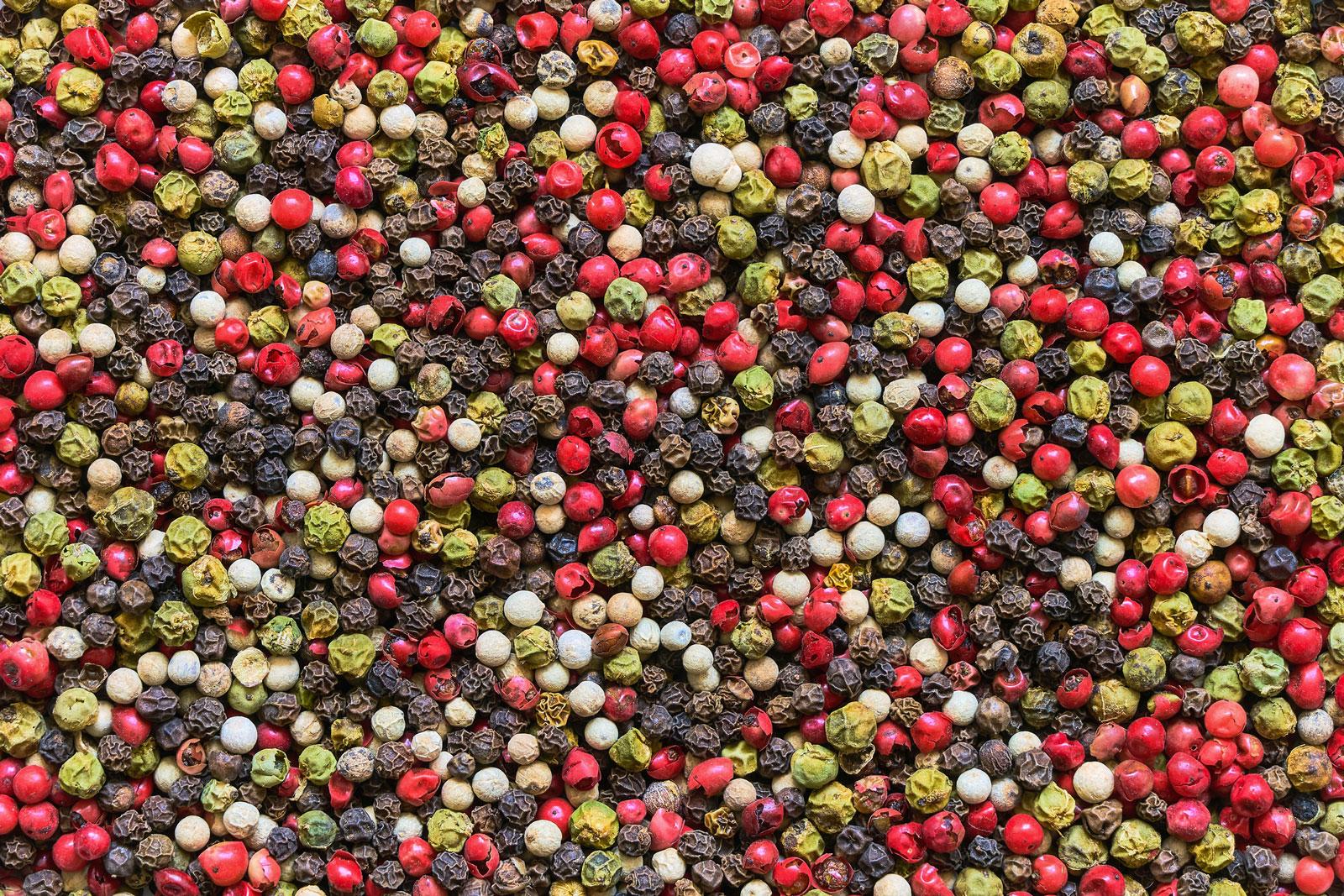 Frucht oder Kerne der Pfefferpflanze werden als Gewürz verwendet.