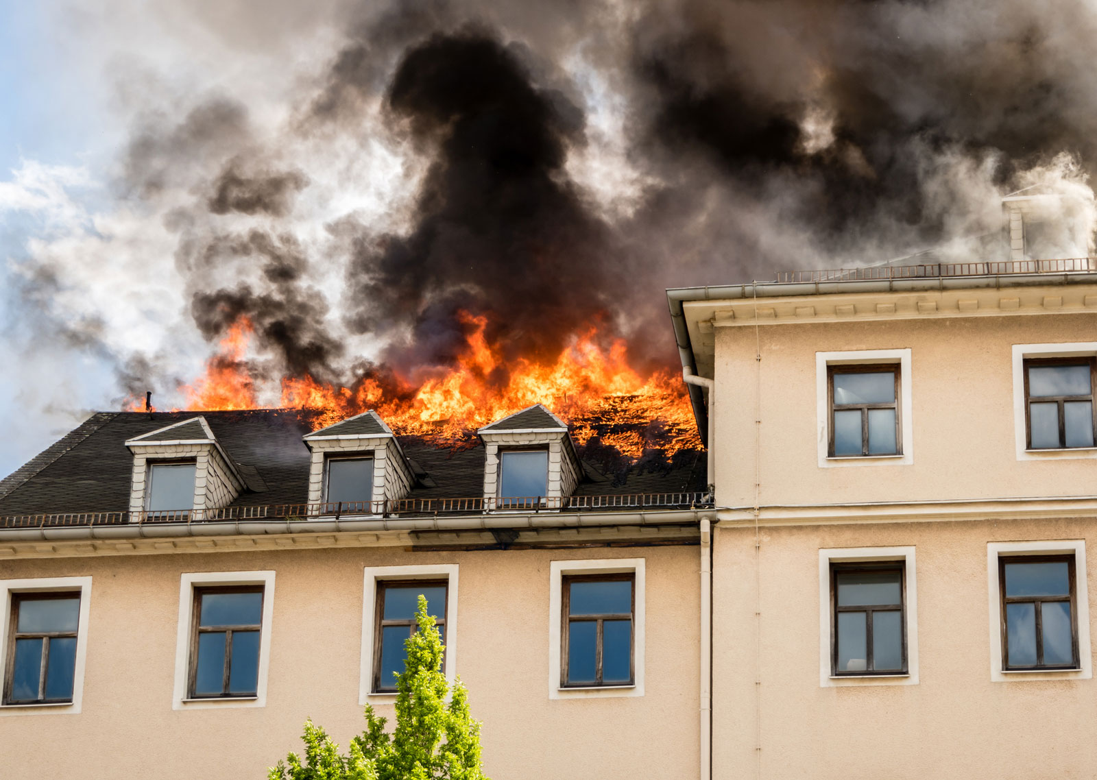 Haushaltsversicherung: Absicherung von Schäden durch Brand, Wasser oder Einbruch