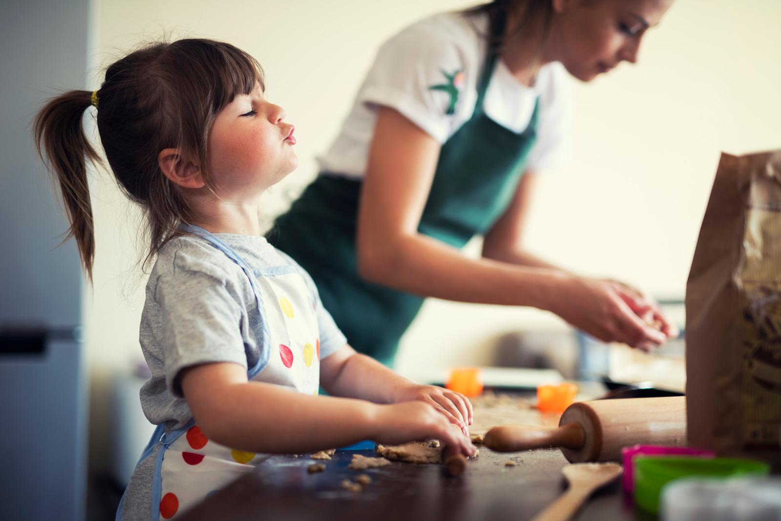 Keine echte Hilfe: Kinder in der Küche