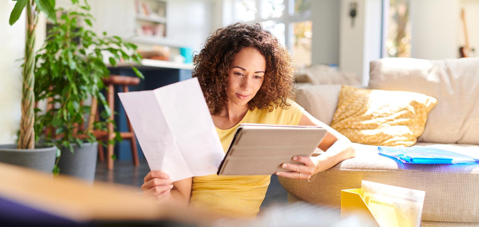 Digital haushalten: Wer seine Rechnungen in einer Haushaltsbuch-App oder -Software einträgt, weiß stets, wo er finanziell steht.