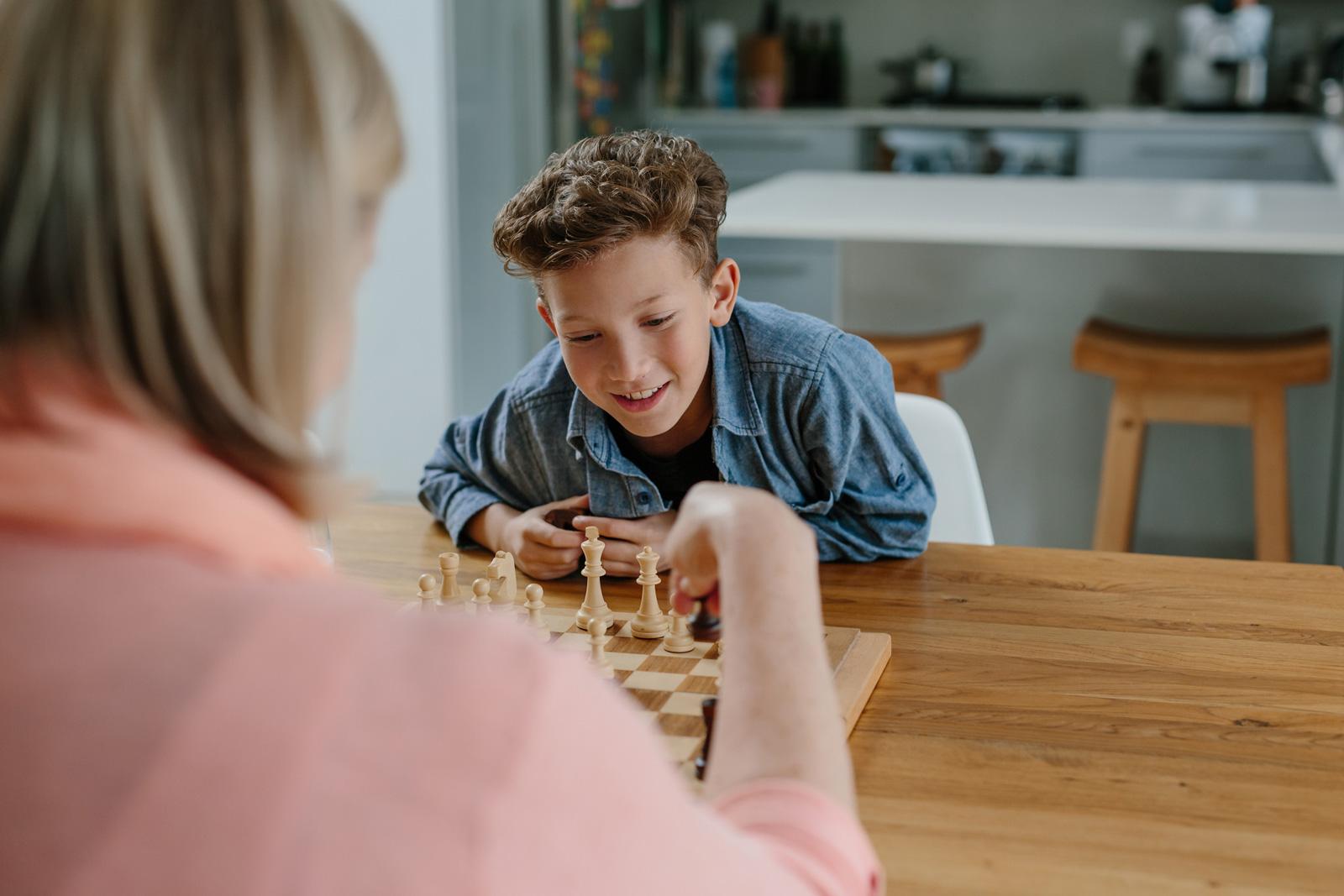 Strategiespiele: Mit dem Schulstart können Kinder an Schach herangeführt werden.
