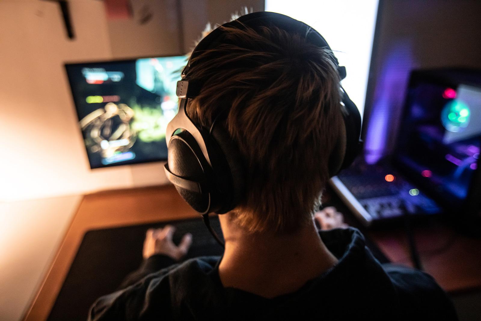 Junge Männer sind besonders anfällig für Online Spiele.