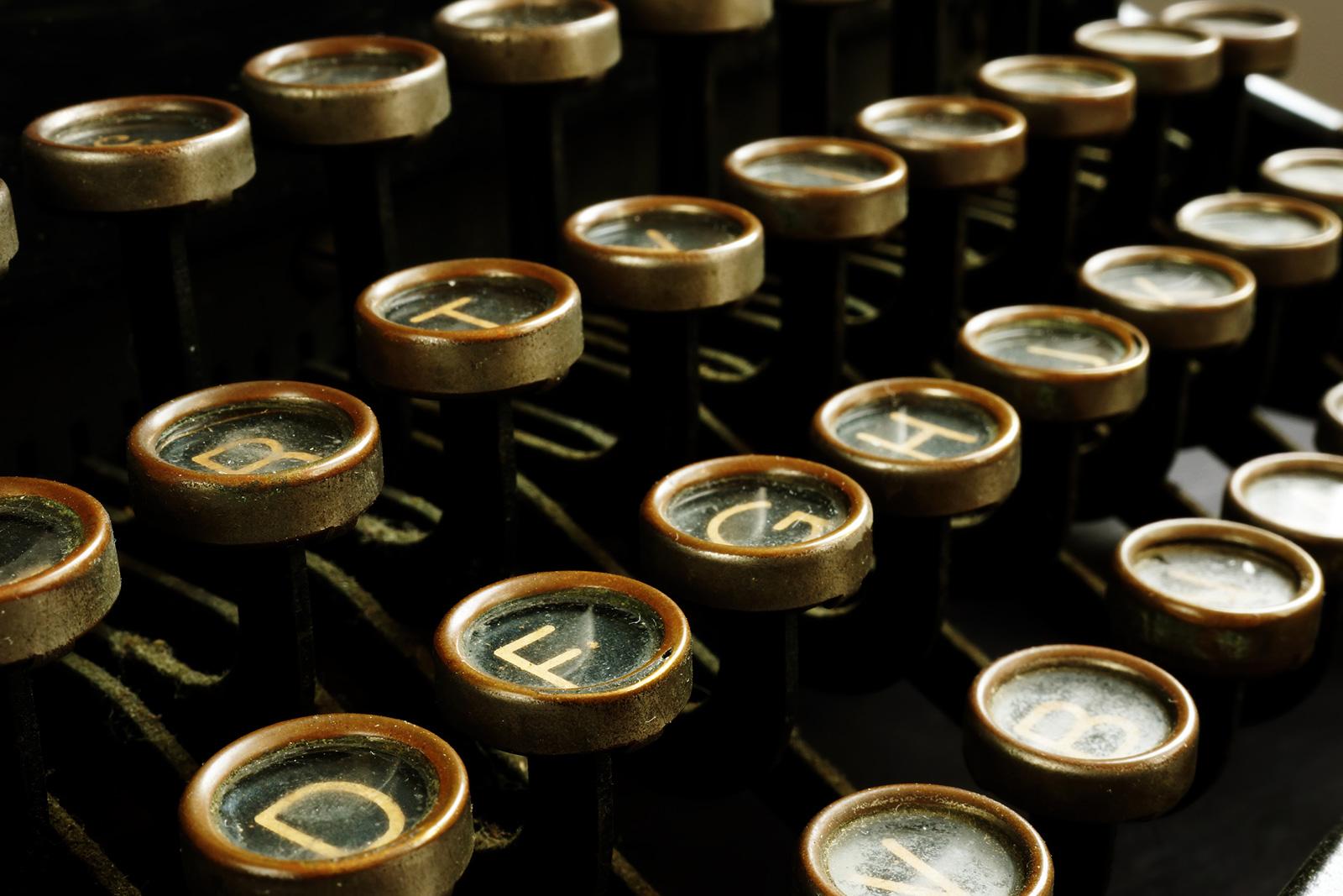In der zweiten Hälfte des 19.Jahrhunderts wurden die ersten Schreibmaschinen industriell hergestellt.