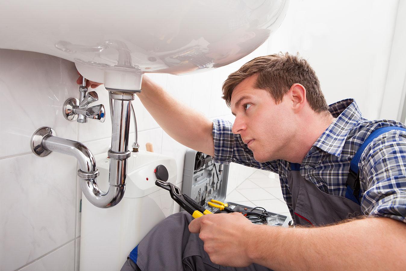 Wasserschäden und durch die Elektroinstallation verursachte Probleme werden nur dann von der Versicherung abgedeckt, wenn die Installation fachkundig ausgeführt wurde.