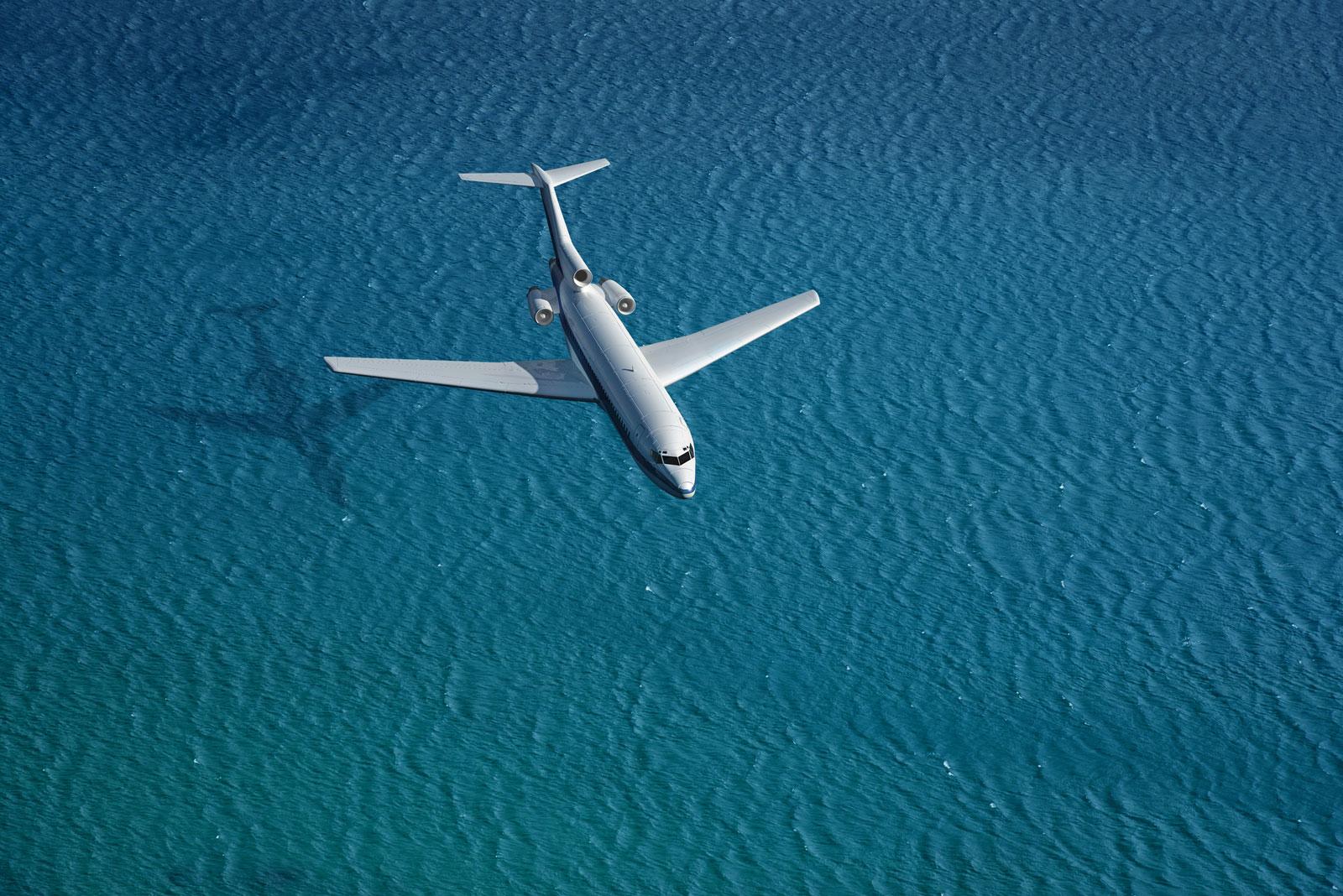 Klimasünder Flugzeug: Der Emissionsausstoß ist gerade bei Weitreisenden und Vielfliegern besonders hoch.