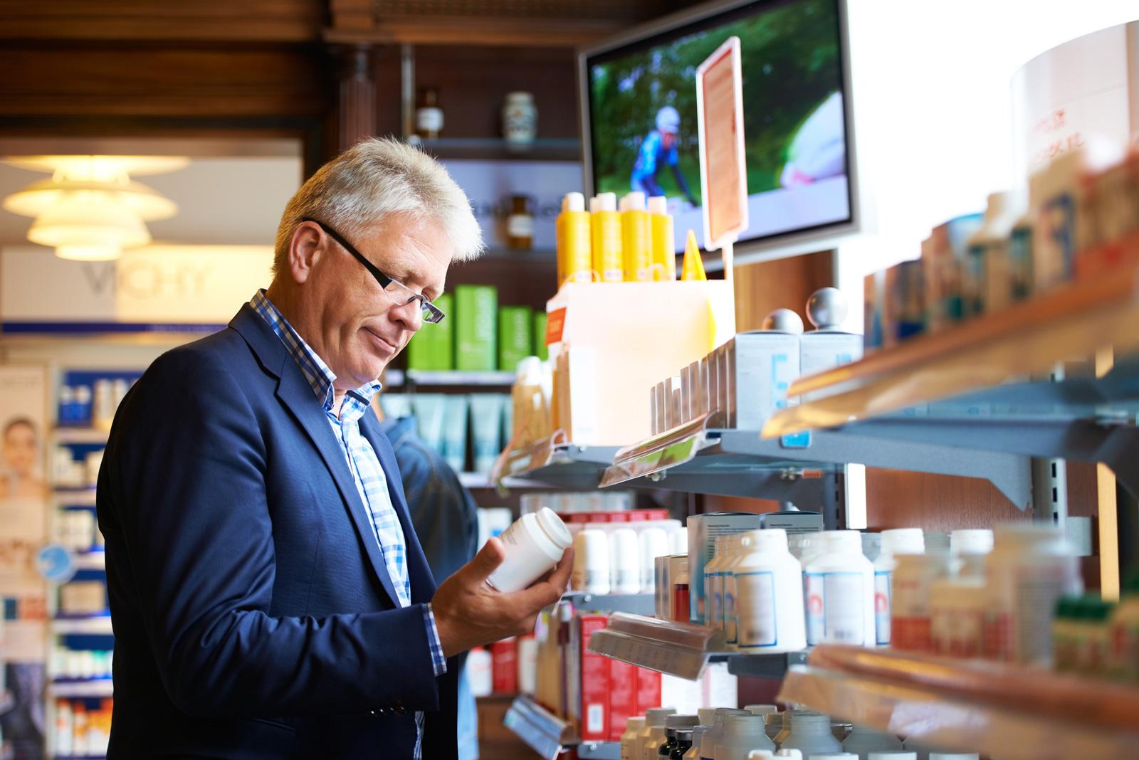 Nahrungsergänzungsmittel werden in Apotheken, Drogerien und Supermärkten angeboten.