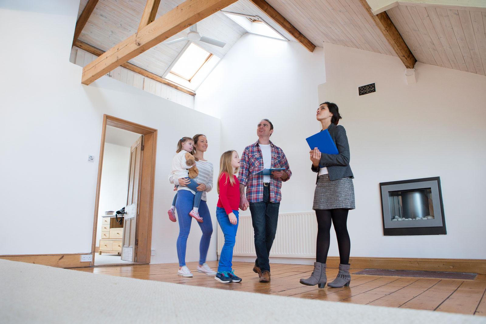 Familienheim: Mit Kindern den Wohnort zu wechseln, ist für alle Beteiligten spannend.