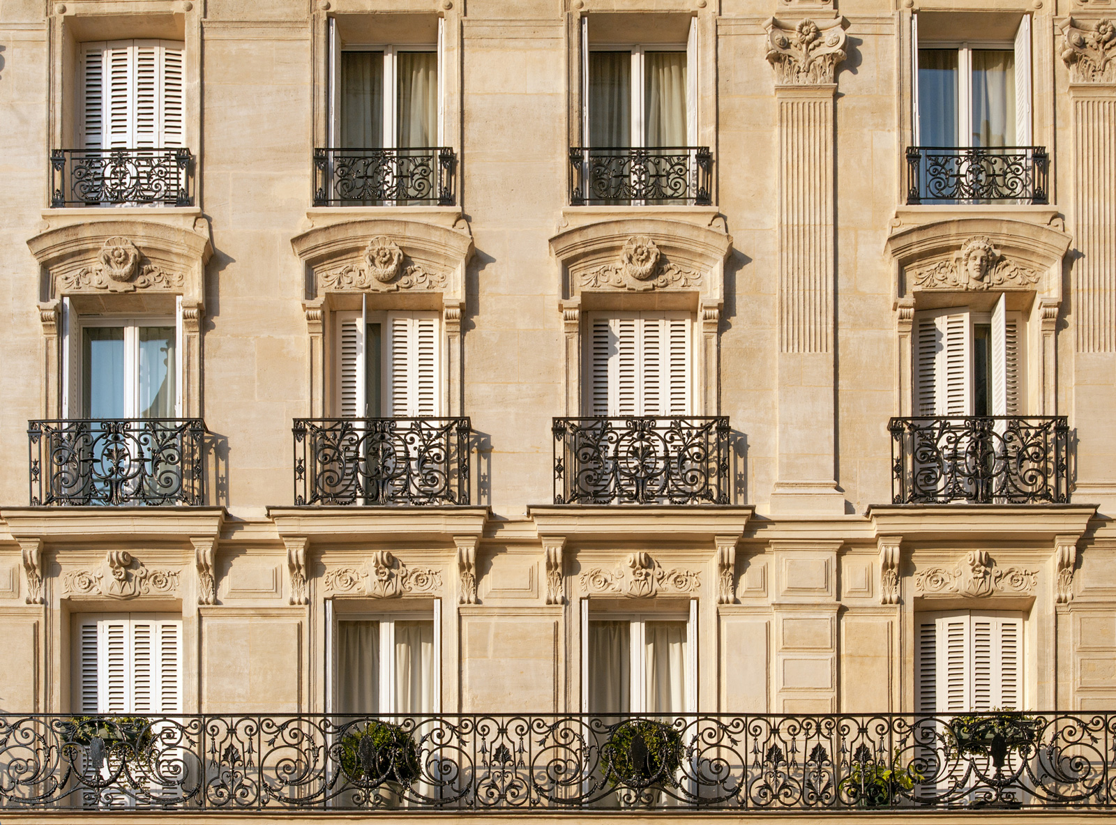 Bodentiefe Fenster sind in Frankreich sehr verbreitet.