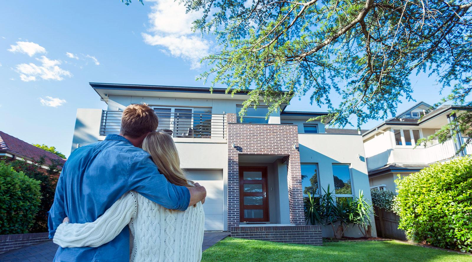 Wichtig zu wissen: Neben dem Kaufpreis wird beim Hauskauf auch die Grunderwerbsteuer fällig.
