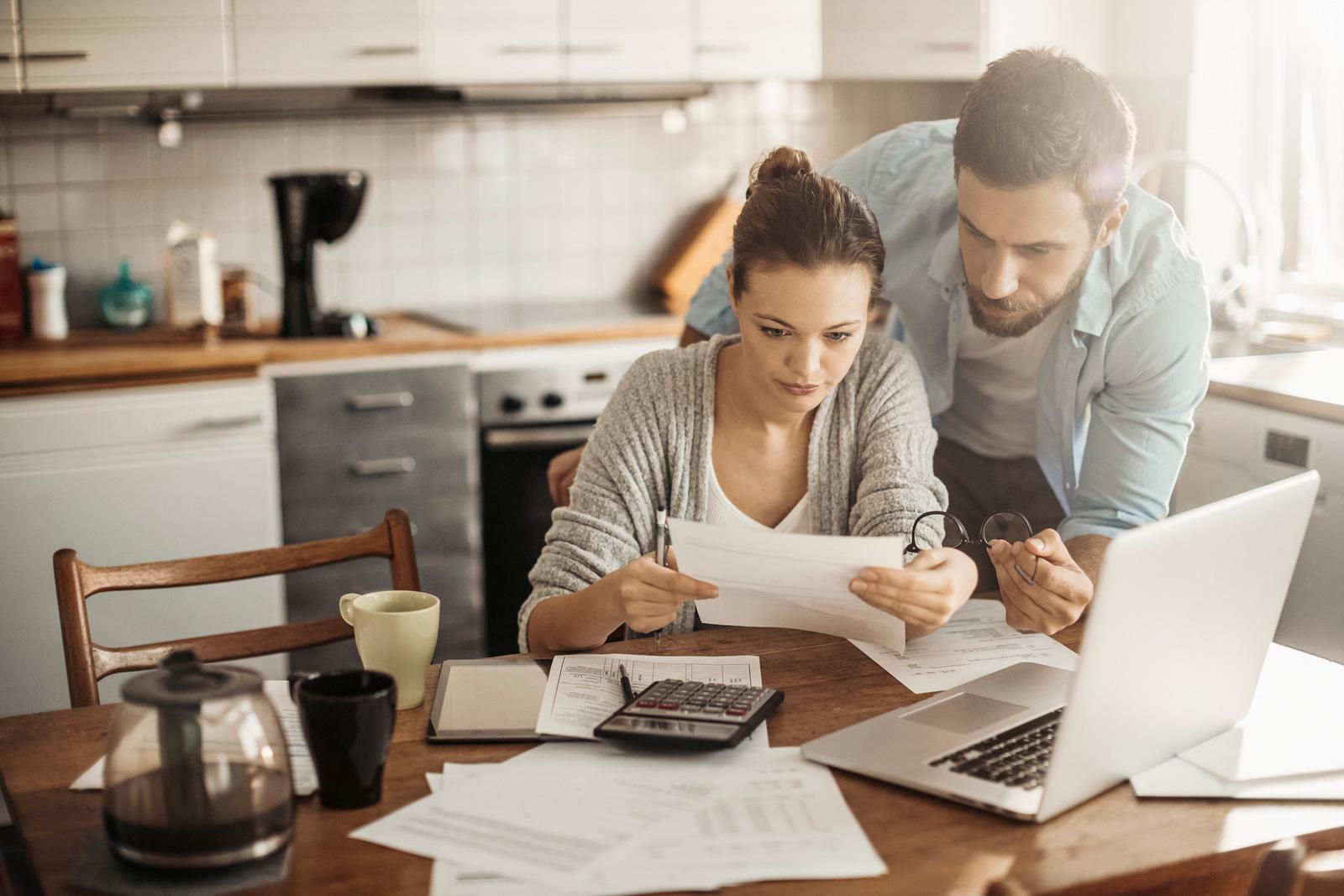 Aufschreiben: die kleinen Ausgaben nebenbei und die die großen monatlichen Positionen