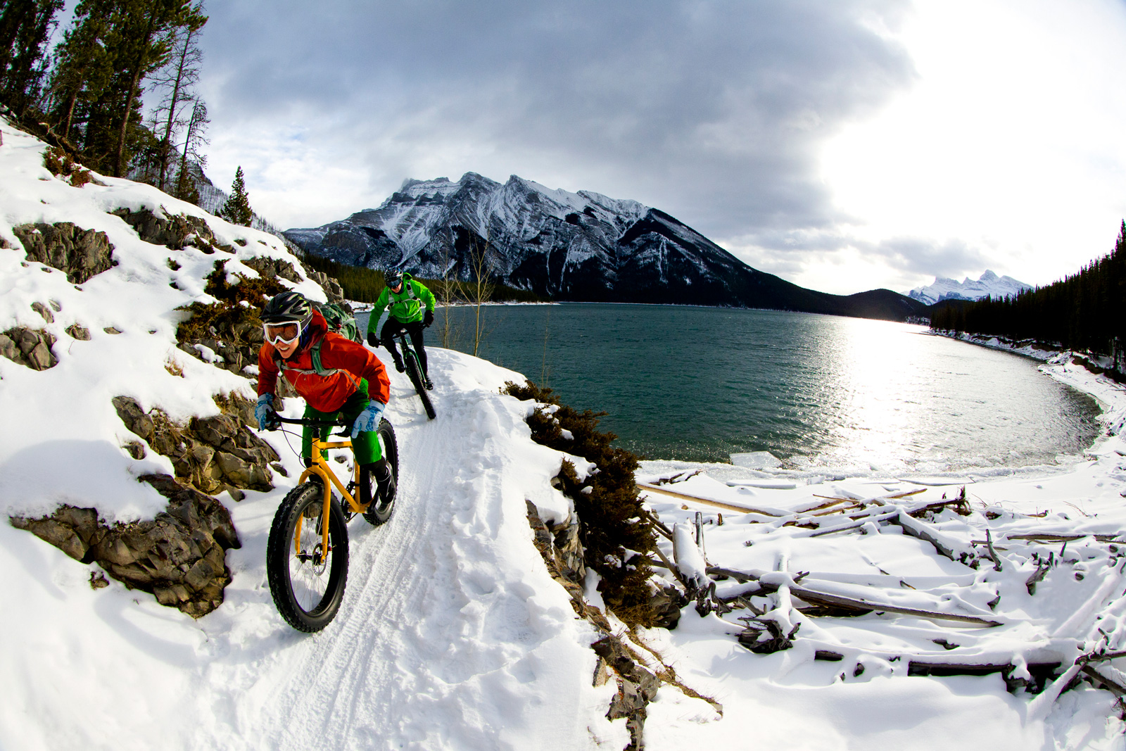 Auch in den Bergen ist Biken im Winter möglich – mit der entsprechenden Ausstattung und Ausrüstung.