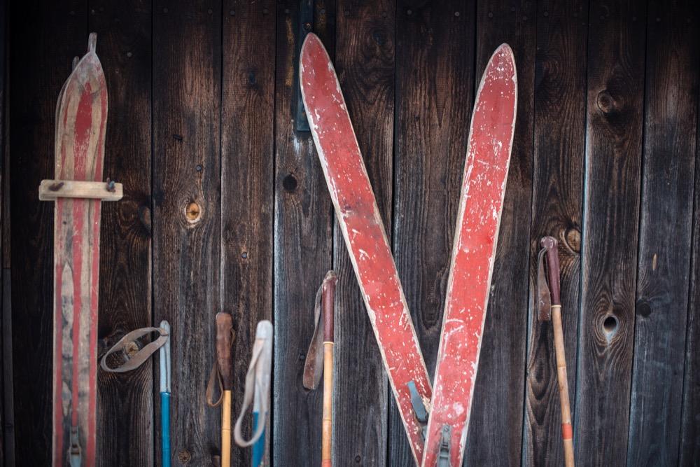 Damit Skier optimal funktionieren und lange halten, ist regelmäßige Pflege Pflicht.