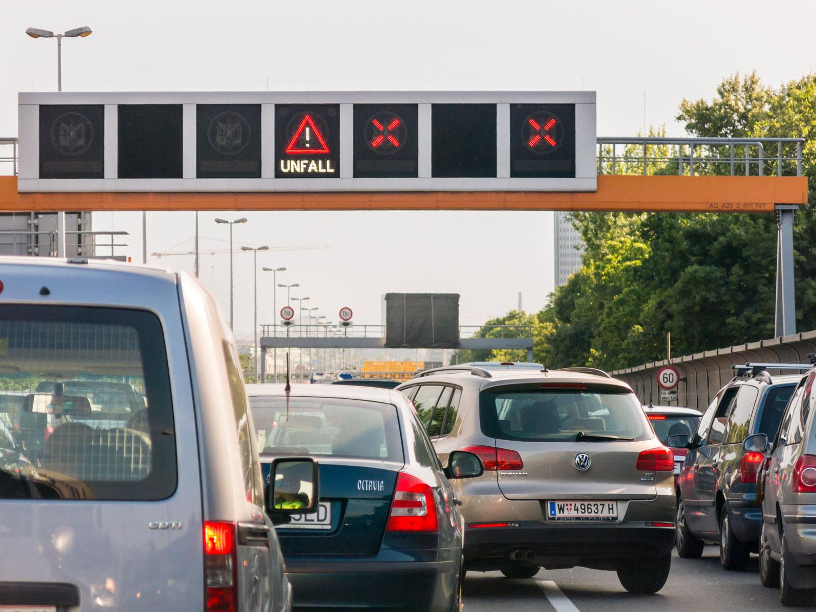 Freie Fahrt für Rettungskräfte: Die Rettungsgasse darf nicht blockiert werden.