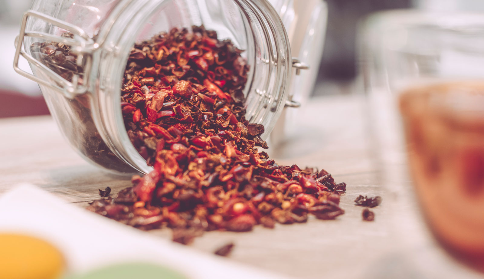Teee aus getrockneten Hagebuttenschalen