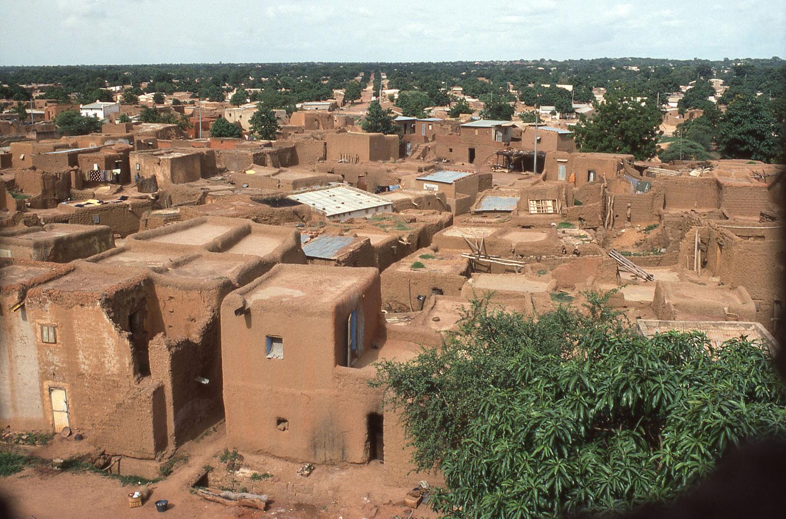 Ursprung aller Dächer: Die ersten Siedlungen wurden mit Flachdach erbaut.